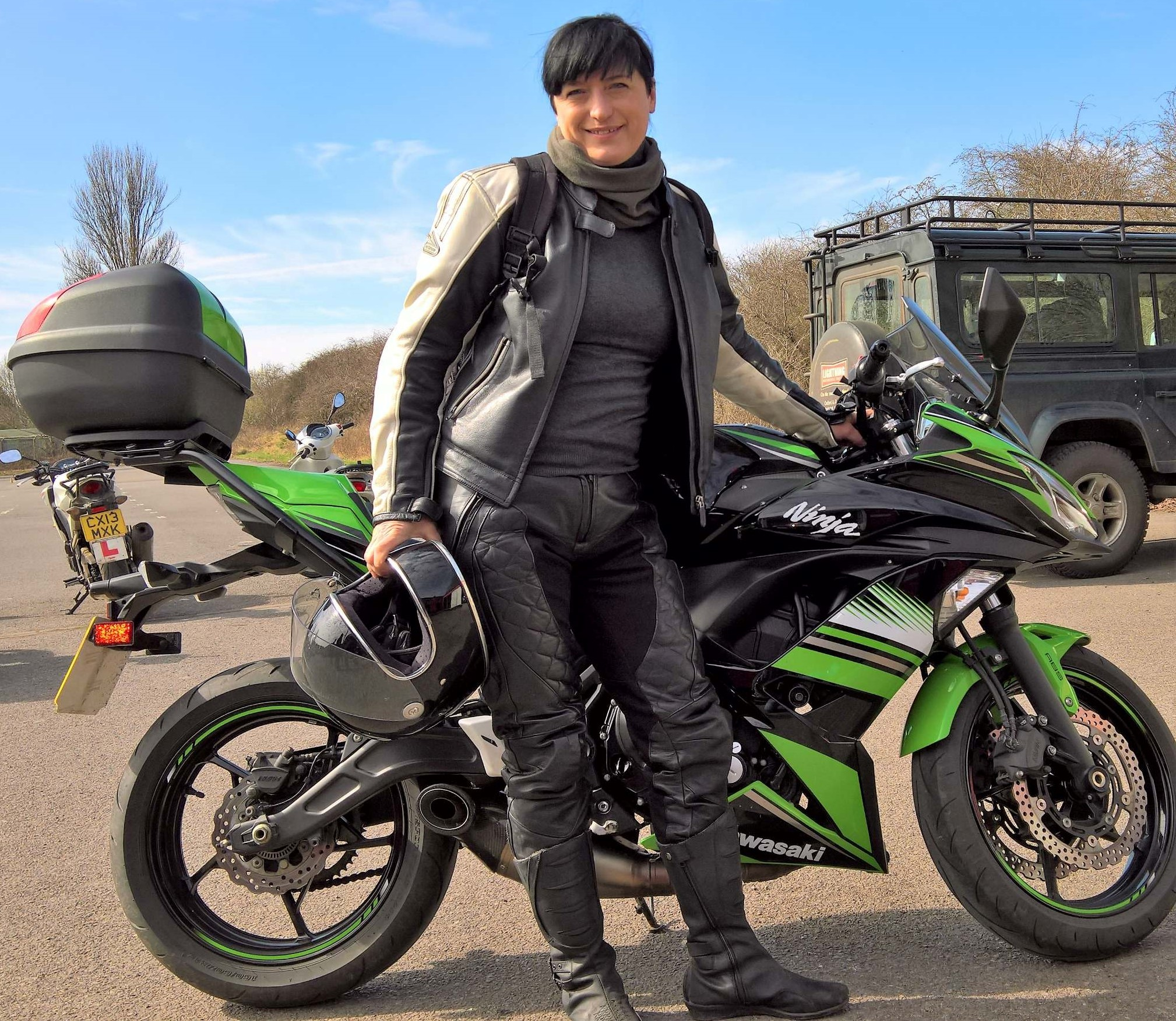 Green and black Kawasaki 650 Ninja