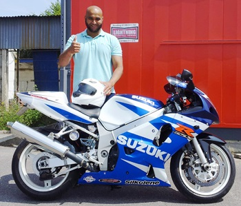 Blue and White Suzuki GSX-R600